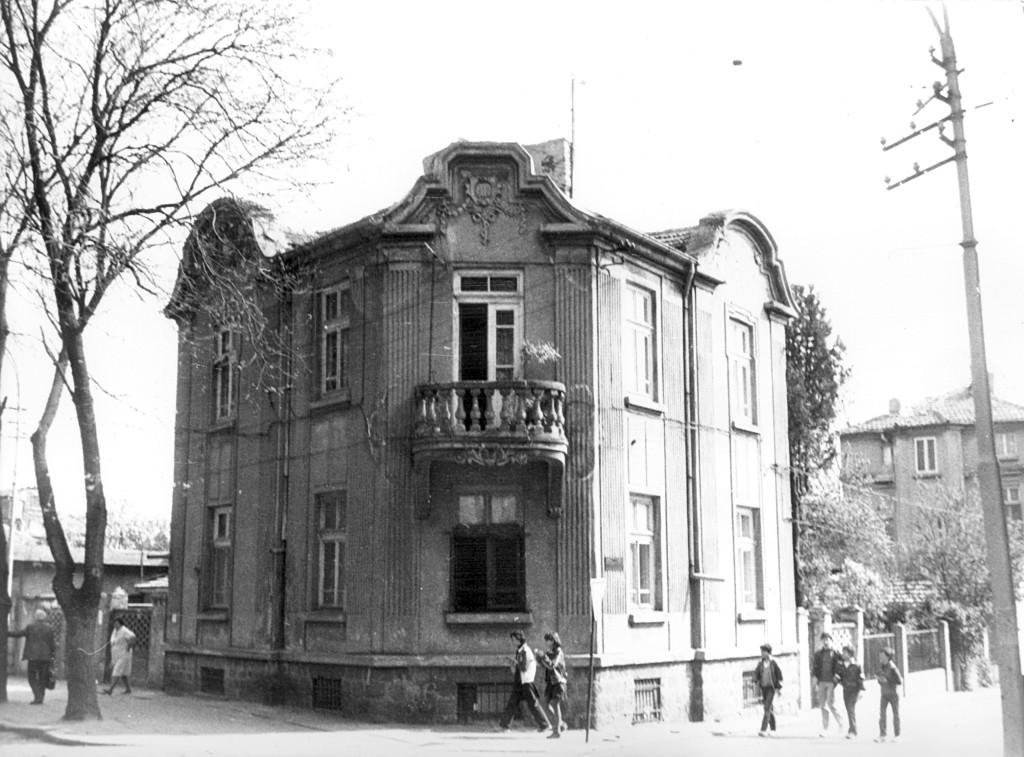 """Къщата на ъгъла на ул. """"Републиканска"""" и ул. """"Стефан Караджа"""" съществува и до днес."""